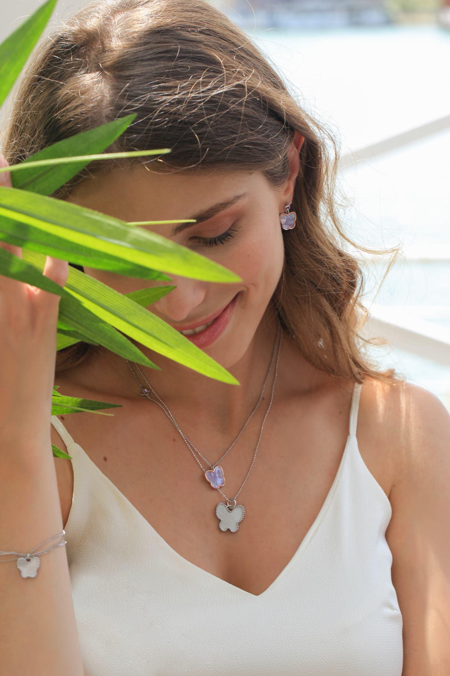 Srebrna ogrlica od 550kn, s popustom 275kn, nausnice cijena 410kn, s popustom 205kn, Argentum