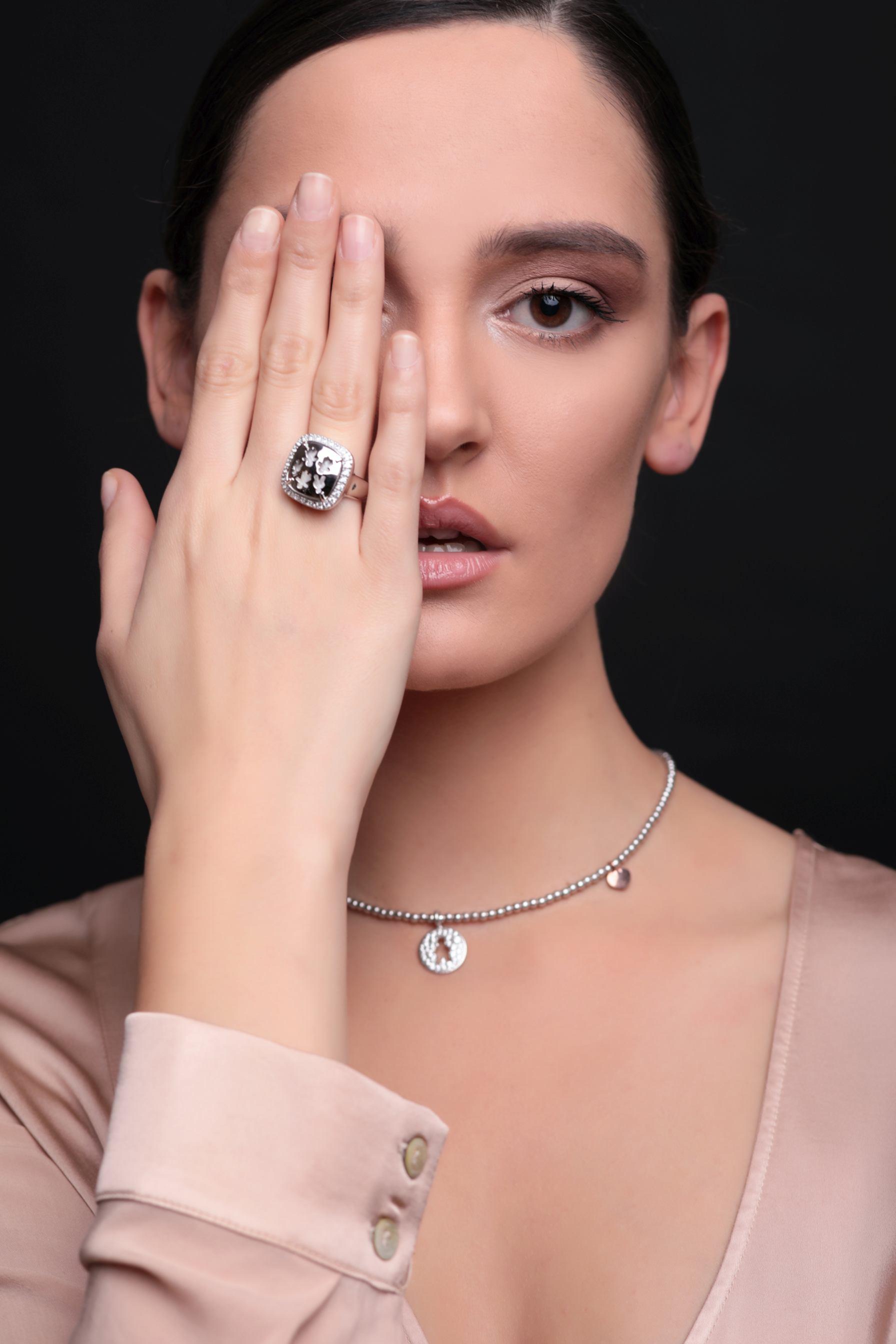 Srebrni prsten, redovna cijena 990kn, s popustom 495kn, srebrna ogrlica, redovna cijena 1090kn, s popustom 545kn, Zaks