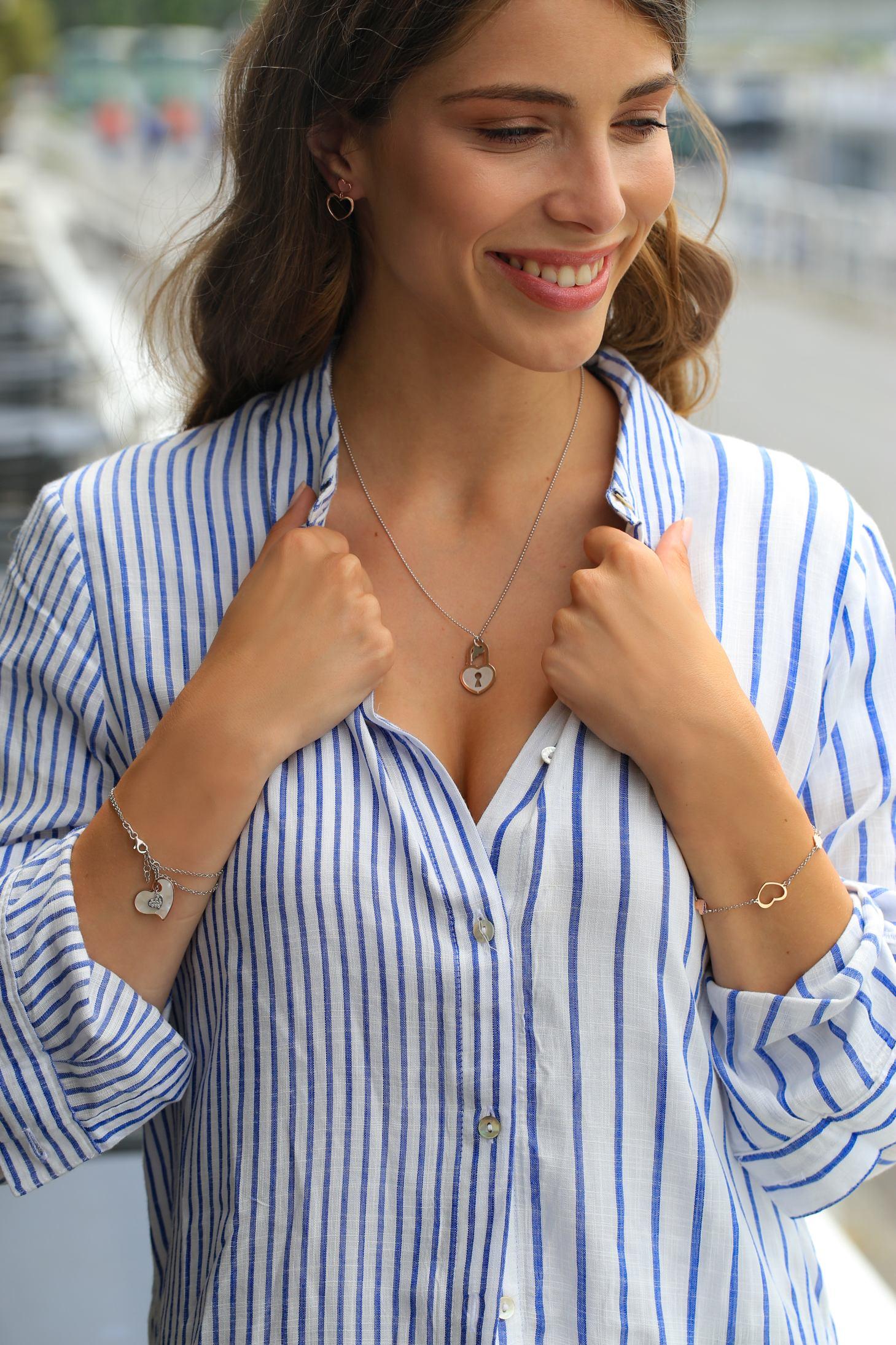 Srebrna ogrlica 600kn, s popustom 300kn, narukvica s privjeskom 490kn, s popustom 245kn, Argentum