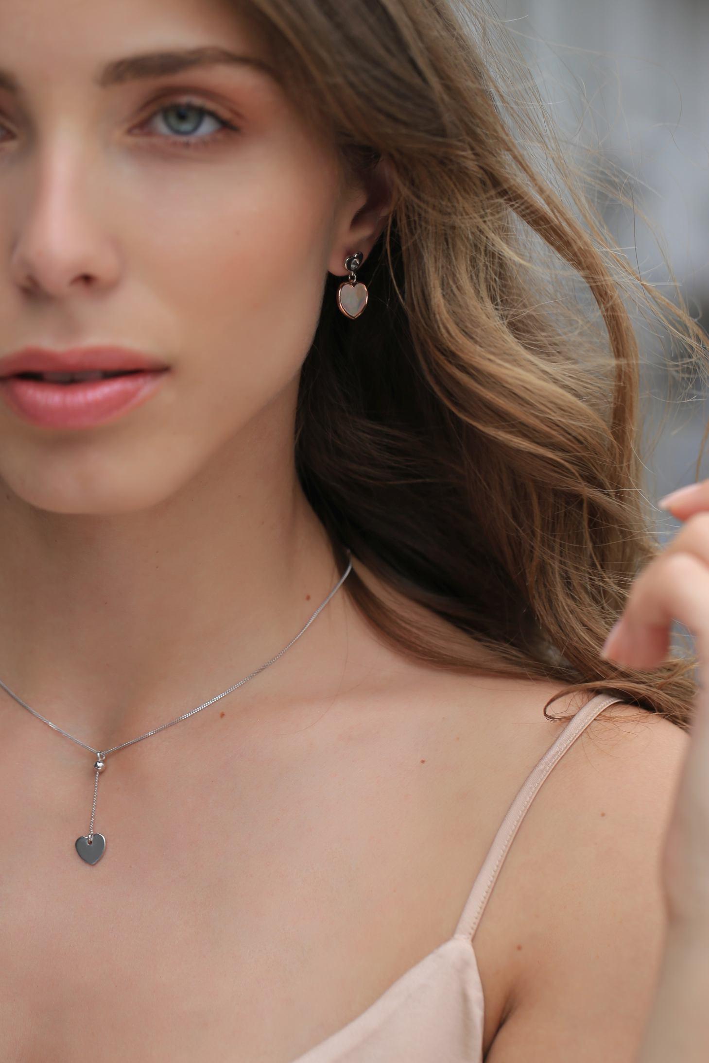 Srebrne nausnice, red.cijena 410kn, s popustom 205kn, srebrna ogrlica, red.cijena 360kn, s popustom 180kn, Argentum