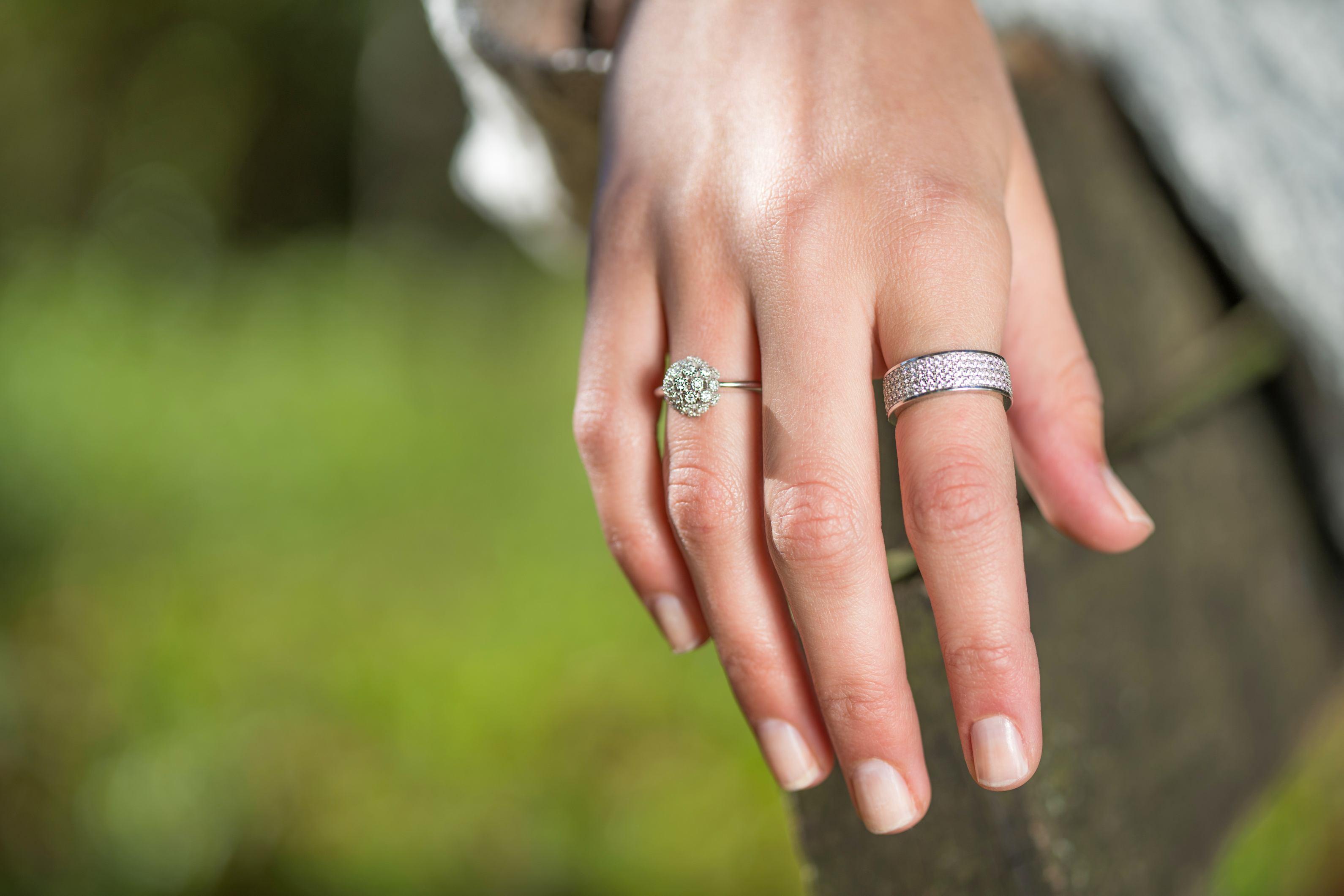 Desni srebrni prsten_270kn_lijevi srebrni prsten 760kn_Argentum